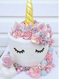 Birthday is a special day for everyone, and a perfect cake will seal the deal. Fantasy fictions create some of the best birthday cake ideas. Unicorn Birthday Parties, Girl Birthday, Birthday Cake, Birthday Ideas, Pretty Cakes, Cute Cakes, Unicorn Foods, Unicorn Cakes, Unicorn Head
