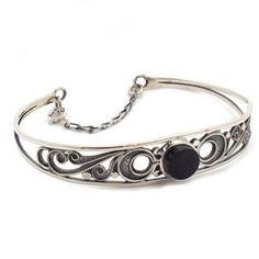 Bracelet made of silver 925 manufactured by hand with traditional methods. Artcraft of The Way of St. James. Tax free