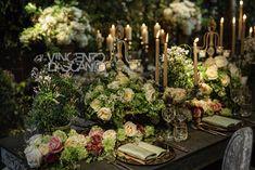 Organic centerpiece in a bucolic garden mood Garden Wedding, Wedding Centerpieces, Tablescapes, Greenery, Floral Design, Organic, Mood, Table Decorations, Home Decor