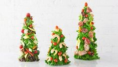 How to Hack a Boring Grocery Store Veggie Tray Christmas Dinner Menu, Christmas Party Food, Christmas Hacks, Christmas Cocktails, Christmas Appetizers, Christmas Trees, Christmas Foods, Holiday Foods, Christmas Morning
