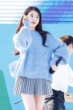 Kpop Girls, Bell Sleeve Top, Actresses, Celebrities, Tops, Manual, Style, Live, Concert