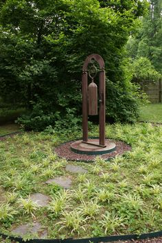 New garden art metal dads ideas Metal Yard Art, Metal Tree Wall Art, Metal Art, Garden Art, Garden Design, Glass Garden, Bell Gardens, Metal Projects, Art Projects