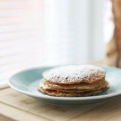 Se dico Stati Uniti d'America, la maggioranza delle persone associa queste parole:Thanksghiving, Black Friday e Pancakes.  Avete presente quelle bellefrittelle, che ricordano vagamente le crepes, più cicciotte e dall'aspetto così invitante?  Ho pensato di proporvi la ricetta dei pancakes americani per la felicità del vostro palato, perché sono davvero buoni.  Read more at http://www.onceuponadream.it/it/colazione-weekwnd-ricetta-pancakes/#5iM0KGth4cXeqZ6z.99