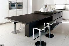 Sublime cette vraie table en prolongement - Une cuisine avec îlot central - CôtéMaison.fr