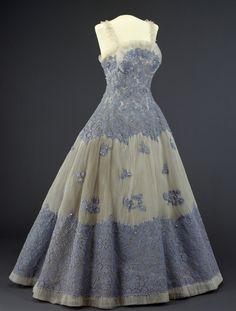Dress  1955  Nasjonalmuseet for Kunst, Arketketur, og Deisgn