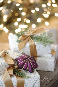 Christmas gift wrapping french