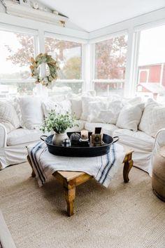 39 Bright Farmhouse Style Sunroom Design