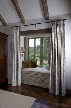 Having problem applying your bay window curtains? Don't know what to do to the bay window? Well, keep reading this page. Diy Bay Window Curtains, Window Seats, Burlap Curtains, Shower Curtains, Bay Window Living Room, Living Room Decor, My Home Design, House Design, Design Design