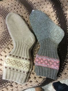 Crochet Socks, Knit Mittens, Knitted Shawls, Knitting Socks, Hand Knitting, Knit Crochet, Knitting Videos, Knitting Projects, Best Baby Socks