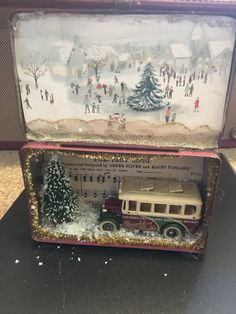 vintage weihnachten Trainiere in einer Dose Christmas Shadow Boxes, Christmas Art, Christmas Projects, All Things Christmas, Handmade Christmas, Holiday Crafts, Vintage Christmas, Christmas Holidays, Christmas Decorations