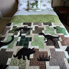 Appliquéd Dinosaur quilt.  #DIY #KidsBedroom #Dinosaurs