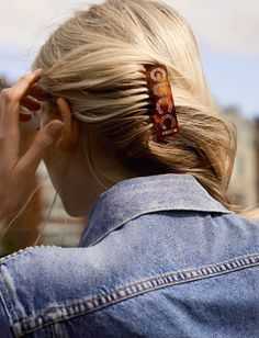 Hair Slides: The Designer Edit Of Our Favorite Hair Accessories (Featuring: Gucci Crystal Hair Slide) My Hairstyle, Messy Hairstyles, Hair Inspo, Hair Inspiration, Fashion Inspiration, Hair Slide, Pearl Hair, Hair Barrettes, Hair Jewelry