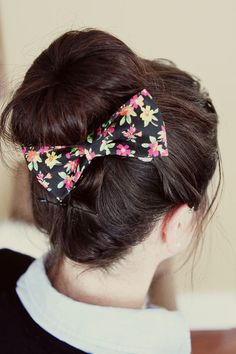 DIY No-Sew Fabric Hair Bow Tutorial- I like the way this bow looks but idk if it would be too big.. hmmm...