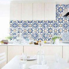 Azulejo portugues  http://arquiteteblog.wordpress.com/2014/01/21/ladrilho-hidraulico-azulejo-portugues-e-patchwork-de-azulejos/