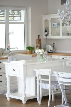 Und wieder eine traumhafte Küche. Heute seht ihr die Landhausküche im modernen Stil von Eva und ihrem Blog Eva & ich.