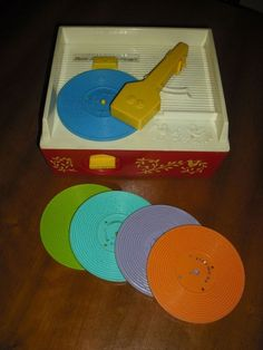 Fisher Price record player, I absolutely loved mine. 1970s Childhood, Childhood Games, Childhood Memories, 80s Kids, Kids Toys, Fisher Price Baby Toys, Ol Days, Record Player, Retro Toys