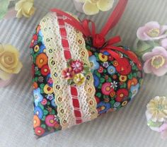 Heart Door Hanger Pillow 6 inches Bright Flowers by CharlotteStyle Lavender Buds, Lavender Sachets, Valentines Day Pictures, Valentine Ideas, Fabric Hearts, Heart Pillow, Shabby, Heart Crafts, Small Pillows