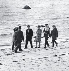 Ted, Jean, JFK, Caroline and Joan meet with Jackie and another Kennedy sister (plus Secret service agent) on the beach in Hyannis Port