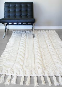 Triple Cable Knit Blanket by Erin Black - Pattern available on Ravelry Knit Rug, Knit Pillow, Cable Knit Blankets, Merino Wool Blanket, Diy Blankets, Winter Blankets, Beige Carpet, Diy Carpet, Stair Carpet