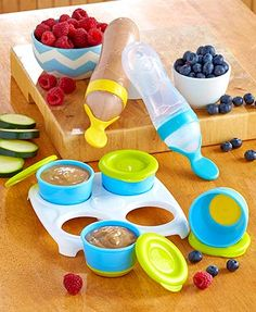 Serve and store your little one's food in a whole new way with Baby Feeding Essentials. The Set of 4 Food Freezer Pots (2 oz., each) lets you make baby's food a