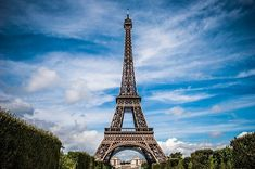 CompleteEiffel Tower Facts For Kids that with all theEiffel Tower Information you need to know. You will learn about its description, its name, what it represents, location, history, measurements, why it was made, its importance, the architect, construction and many interesting facts about theEiffel Tower. Gustave Eiffel, Chrysler Building, Eiffel Tower Tickets, Los Millennials, Photo Café, Paris Bucket List, Flights To Paris, Weekend France, Paris Itinerary