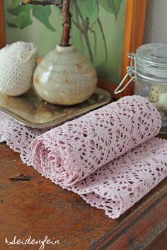 seidenfeins Blog vom schönen Landleben Crochet Easter, Diy Crochet, Table, Shop, Country Living, Easter, Handarbeit, Tutorials, Breien