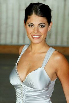 A Look at unbelievably gorgeous actress Lindsay Hartley . You know her from Passions, All My Children and from Days of our Lives. Passions Soap Opera, Tv Soap, Best Soap, Days Of Our Lives, Classic Tv, Reality Tv, How To Run Longer, Beautiful Actresses, Her Hair