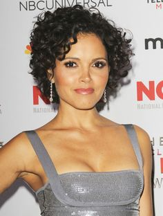 Photo of Susie Castillo - The 2013 NCLR ALMA Awards - Picture Browse more than pictures of celebrity and movie on AceShowbiz. Short Curly Cuts, Thin Curly Hair, Short Curly Styles, Wavy Hair, Curly Hair Styles, Mid Length Curly Hairstyles, Short Curly Hairstyles For Women, Curly Hair Celebrities, Playing With Hair