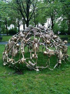 Skeleton Jungle Gym in the backyard of the church Heilig-Kreuz Kirche in Munich, Germany. Art by Peter Ris Bild Tattoos, Jungle Gym, Halloween Design, Halloween Ideas, Happy Halloween, Halloween Rocks, Halloween Scene, Halloween Parties, Halloween 2015