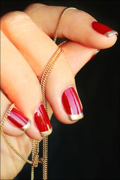 Red and gold nail look, good for the festive season!