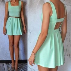 Very cute mint backless dress. Want to make!