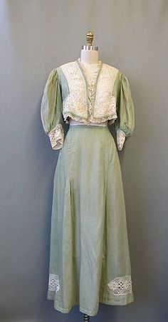 Edwardian Daphne Shirt Waist Walking Suit by mysterymister on Etsy 1900s Fashion, Edwardian Fashion, Vintage Fashion, Fashion Goth, Vintage Beauty, Edwardian Gowns, Edwardian Clothing, Vintage Clothing, Vintage Outfits