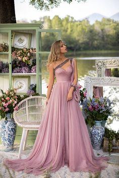 Bridesmaid Dresses, Prom Dresses, Formal Dresses, Pretty Dresses, Beautiful Dresses, Fantasy Gowns, Chiffon Gown, Evening Gowns, Chiffon Evening Dresses