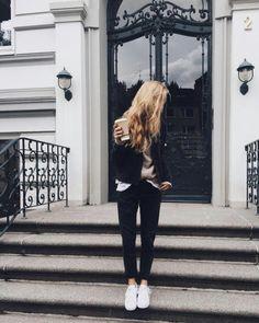 Small Girl Blogging