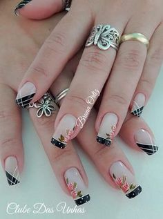 Blue is an elegant and always fashionable color: manicure enthusiasts cannot leave it aside for the next season! What are the most beautiful blue nail art? Gorgeous Nails, Love Nails, Pretty Nails, Colorful Nail Designs, Nail Art Designs, Winter Nails, Spring Nails, Cute Acrylic Nails, Stylish Nails