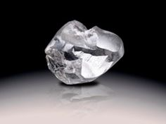 Light of Letseng, largest rough diamond and largest white diamond to be discovered. Graff Constellation, largest D-color, flawless, round-brilliant diamond in the world Geek Jewelry, Jewelry Art, Antique Jewelry, Vintage Jewelry, Jewelry Necklaces, Jewellery, Uncut Diamond, Rough Diamond, Diamond Stone