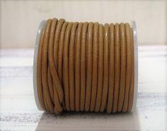 1m+Lederband+2mm+rund+beige+hellbraun+von+ChaPu+auf+DaWanda.com