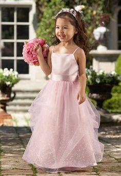 Traje de fiesta para niña en rosa con cuerpo en seda y falda en tul.