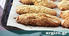 Μπισκότα αμυγδάλου από την Αργυρώ Μπαρμπαρίγου | Σε αυτά τα εύκολα και νόστιμα γλυκά μπισκοτάκια με αμύγδαλα κανείς δεν μπορεί να πει όχι. Φτιάξτε τα! Greek Sweets, Greek Desserts, Low Carb Desserts, Greek Recipes, Desert Recipes, Biscotti Cookies, Homemade Granola Bars, Food Categories, Bread Baking
