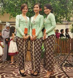 inspo warna rose gold Kebaya in 2019 Kebaya Pakaian
