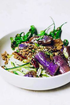 Paleo Chinese eggplant in garlic sauce with minced meat. Healthy, low carb, gluten-free, and Whole30 friendly. #ChineseEggplantsRecipe #PaleoEggpalntsRecipe #ChineseEggplantGarlicSauce #GlutenFreeEggplantrecipe #AsianEggplantRecipe #EggplantStirFry #EggplantBraised #EasyEggplantrecipes #HealthyEggplantRecipes #IHeartUmami Easy Paleo Dinner Recipes, Low Calorie Recipes, Paleo Recipes, Meal Recipes, Asian Recipes, Chinese Eggplant Recipes, Eggplant Dishes, Paleo Eggplant Recipes, Healthy Eggplant