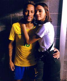 F5 Celebridades Neymar aparece vestindo máscara e diz