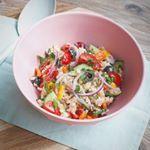Deze Griekse rijstsalade staat nu online! Link vind je in de bio. #salade #grieks #griekenland #gezond #gezondeten #gezondleven #lekker #lekkereten #lekkerengezond #smakelijk #eetsmakelijk #smakelijketen #heerlijk #mmm #jammie #smaak #groente #kaas #instasalad #foodie #foodlover #lovetoeat #vers #puur #rijst #smullen #koken #eten #glutenvrij #vegetarisch