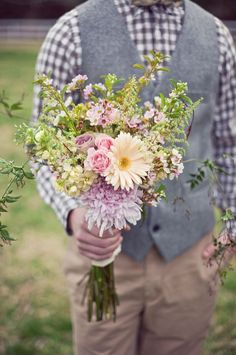 simple summer wildflower wedding bouquet