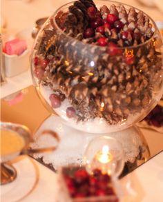 Low Budget Wedding Centerpiece Ideas http://www.wordpressweddingthemes.com/low-budget-wedding-centerpiece-ideas/#