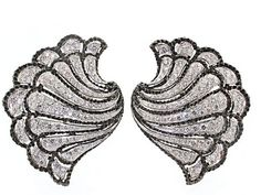 Exotic and whimsical, these impressive diamond and blackened silver fan earrings by famed designer Michelle Ong for the house of Carnet are truly magnificent. Beautifully curved and striped with detailed blackened silver and diamonds in platinum, the sensual fronds of the fan culminate in wonderfully scalloped edges. These fabulous earrings have a distinctly vintage vibe and you'll certainly channel old Hollywood glamour with this flashy fashion! These estate signed designer Carnet diamond…