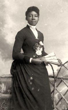 19th-century American Women: Photo Archives - African American Women & the Language of the Fan