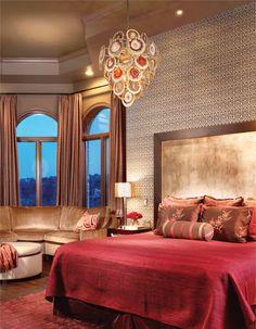 Magnifique #chambre de style #transitionel avec #suspendu. / Gorgeous #transitional #bedroom with #pendant.