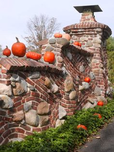The walls flanking the front drive are undulant, heavily textured, and playfully lumpy.