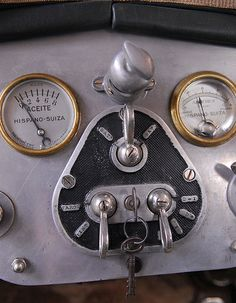 Hispano Suiza T49 Limusina por J. Forcada - Cuadro de instrumentos      MANUEL GONZALEZ